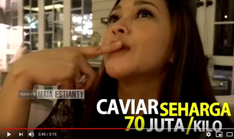 https: img.okezone.com content 2019 11 18 298 2131473 maia-estianty-makan-caviar-rp70-juta-netizen-yang-onoh-cuma-bisa-makan-cilok-7GkGIsyA3I.jpg