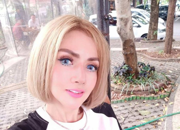 https: img.okezone.com content 2019 11 18 33 2131107 barbie-kumalasari-sulam-bibir-netizen-mirip-joker-L5GNZGYc6O.jpg
