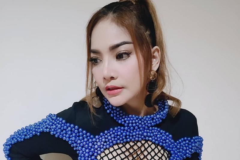 https: img.okezone.com content 2019 11 18 33 2131483 irma-darmawangsa-ikut-trend-bibir-tebal-ala-barbie-kumalasari-jZ6GjIMMtj.jpg