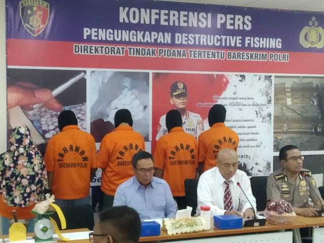 https: img.okezone.com content 2019 11 18 337 2131436 bareskrim-tangkap-19-pelaku-illegal-fishing-iywoWjnJCe.jpg