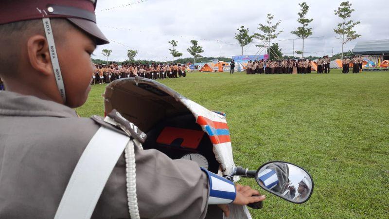 https: img.okezone.com content 2019 11 18 340 2131266 mimpi-anak-indonesia-yang-terlahir-di-malaysia-ingin-jadi-polisi-GcU0QA5z9Q.jpg
