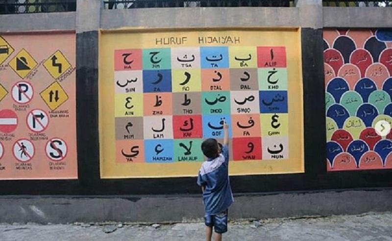https: img.okezone.com content 2019 11 18 470 2131338 ada-mural-edukatif-di-pademangan-netizen-mantap-daripada-pylox-yeR4zLz6yA.jpg