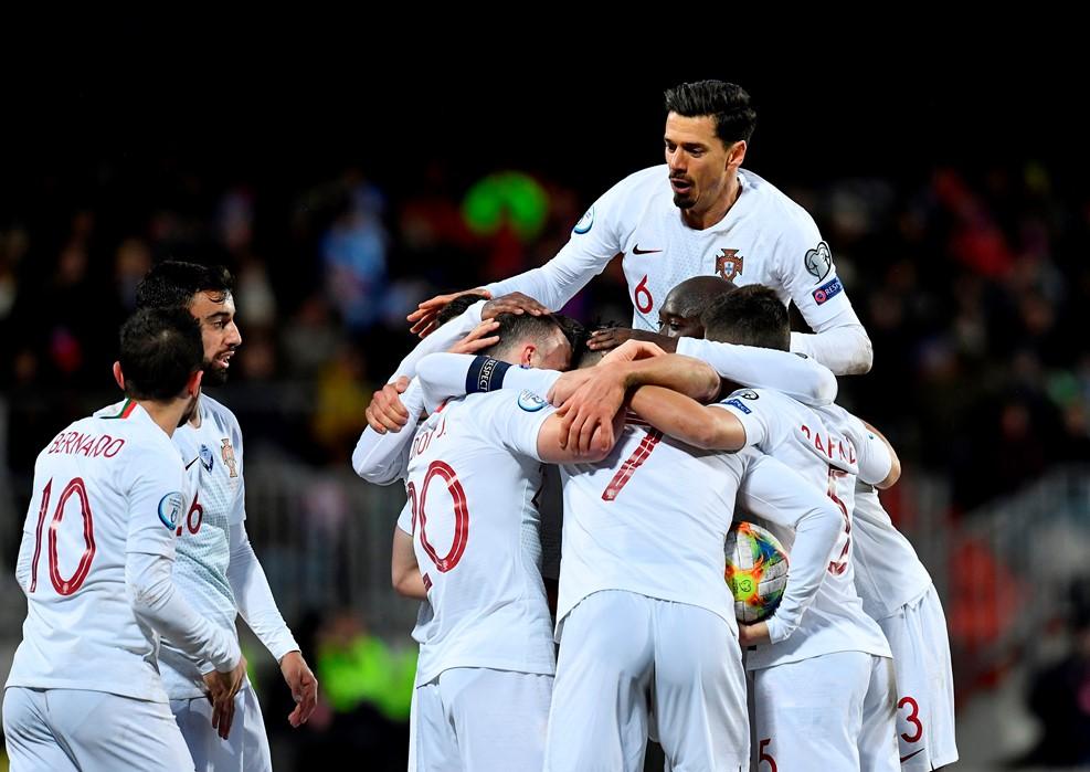 https: img.okezone.com content 2019 11 18 51 2131067 tumbangkan-luksemburg-2-0-danilo-portugal-layak-menang-PIEvV0Nqgj.jpg