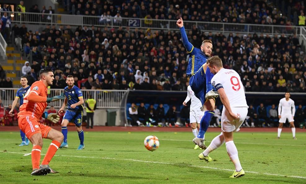 https: img.okezone.com content 2019 11 18 51 2131072 timnas-inggris-tumbangkan-kosovo-empat-gol-tanpa-balas-itx4M5g9Gn.jpg
