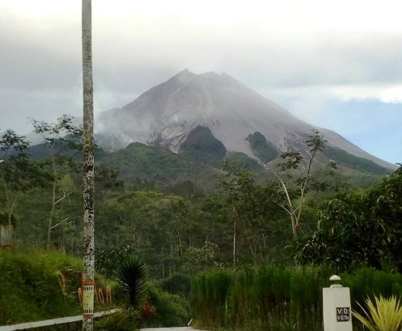 https: img.okezone.com content 2019 11 18 510 2131062 kronologi-letusan-gunung-merapi-menurut-bpptkg-tZ2wPA8AWa.jpg
