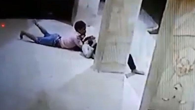 https: img.okezone.com content 2019 11 18 519 2131110 sepasang-remaja-bermesum-di-masjid-aksinya-terekam-cctv-avEYuLUI45.jpg