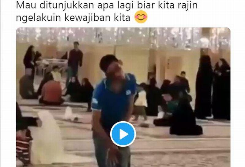 https: img.okezone.com content 2019 11 18 614 2131137 viral-video-pemuda-disabilitas-salat-bikin-netizen-menangis-ef0suldTZ8.jpg