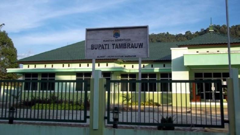 https: img.okezone.com content 2019 11 19 340 2131552 bupati-gabriel-bantah-adanya-desa-fiktif-di-kabupaten-tambrauw-papua-barat-Gx3kubIj71.jpg