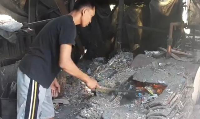 https: img.okezone.com content 2019 11 19 519 2131968 gunakan-sampah-plastik-untuk-bahan-bakar-ini-alasan-pemilik-pabrik-tahu-vDehIoStr0.jpg