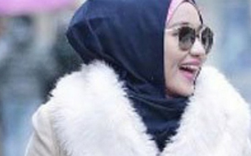 https: img.okezone.com content 2019 11 19 614 2131669 punuk-hijab-bos-first-travel-jadi-sorotan-netizen-isinya-uang-jamaah-PDMg10C2bz.jpg