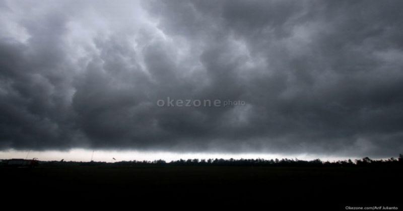 https: img.okezone.com content 2019 11 20 338 2132026 beberapa-wilayah-di-jakarta-diperkirakan-akan-hujan-lokal-di-siang-hari-I0dAMPh6JT.jpg