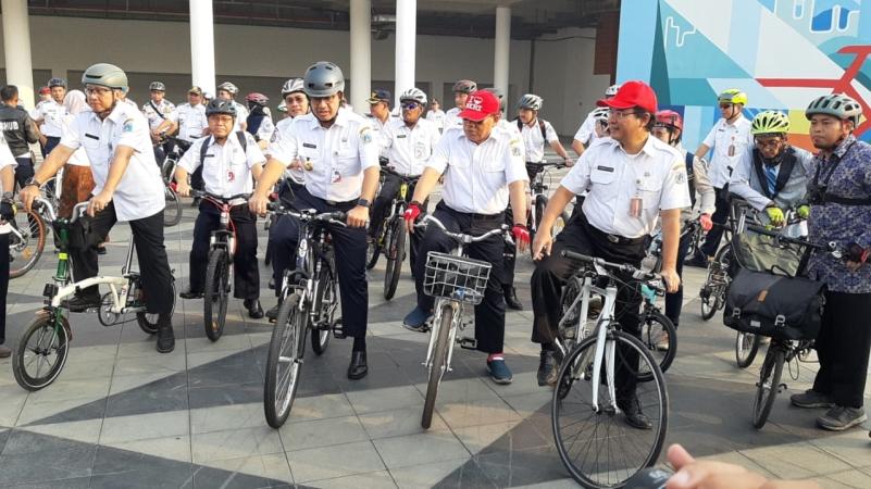 https: img.okezone.com content 2019 11 20 338 2132079 tim-lintas-jaya-dibentuk-untuk-menindak-pelanggar-jalur-sepeda-LMACIj9wk2.jpg