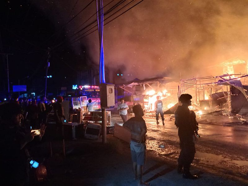 https: img.okezone.com content 2019 11 20 340 2132434 35-petak-bangunan-di-abepura-ludes-terbakar-yzqGnp5ddf.jpg