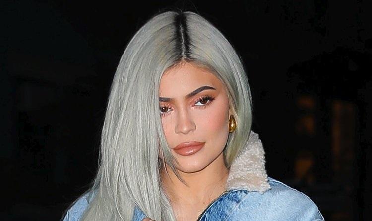 https: img.okezone.com content 2019 11 21 194 2132837 warna-rambut-abu-abu-ala-nenek-nenek-lagi-tren-tertarik-mencoba-bx1E0QhxiV.jpg
