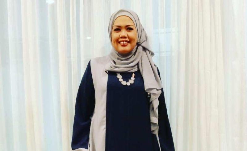 https: img.okezone.com content 2019 11 21 33 2132568 tak-pakai-hijab-saat-syuting-elly-sugigi-saya-cari-uang-9oVjfUZIM7.jpg