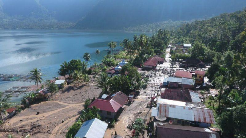 https: img.okezone.com content 2019 11 21 340 2132598 2-rumah-hanyut-dan-belasan-lainnya-rusak-diterjang-banjir-bandang-di-agam-prnLYV3Dwo.jpg