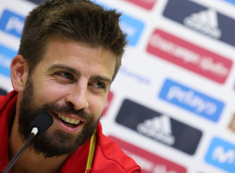 https: img.okezone.com content 2019 11 21 51 2132660 pique-sambut-positif-kembalinya-enrique-jadi-pelatih-timnas-spanyol-EVFDXJPR2c.JPG