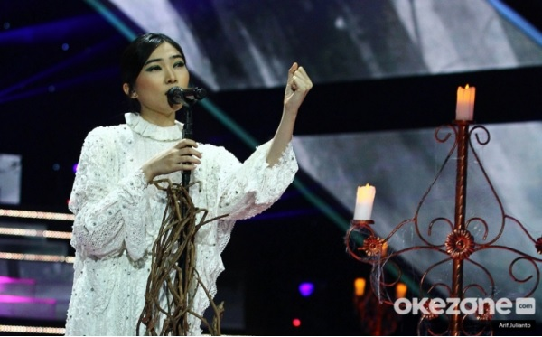 https: img.okezone.com content 2019 11 21 598 2132942 bawakan-lagu-bento-nikita-bikin-isyana-sarasvati-bergoyang-di-the-voice-indonesia-wniRisnlld.jpg