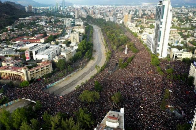 https: img.okezone.com content 2019 11 22 18 2133417 amnesty-international-pasukan-keamanan-chile-sengaja-gunakan-kekerasan-agar-demo-tak-meluas-NBn2fqCUBy.jpg