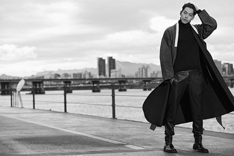 https: img.okezone.com content 2019 11 22 33 2133097 cincin-kim-woo-bin-di-blue-dragon-awards-curi-perhatian-netizen-842kRbxCw9.jpg