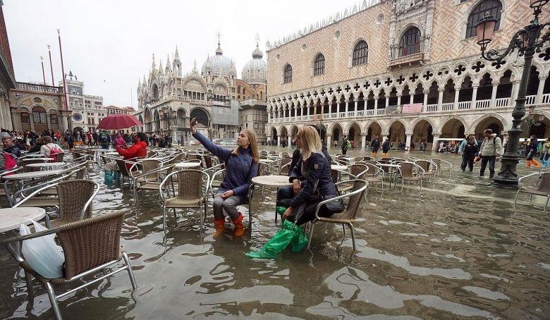https: img.okezone.com content 2019 11 22 406 2133251 venesia-banjir-masih-bisakah-dikunjungi-LayUg4uf4n.jpg