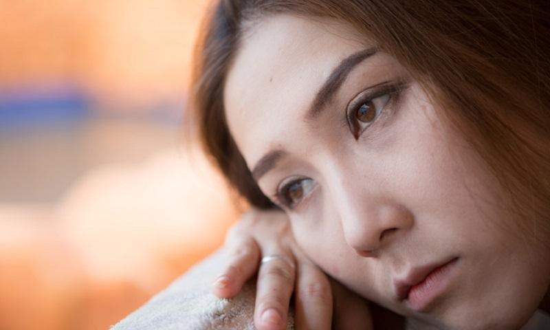 https: img.okezone.com content 2019 11 22 481 2133144 cegah-bunuh-diri-akibat-depresi-kenali-gejalanya-5pBySp5rvY.jpg