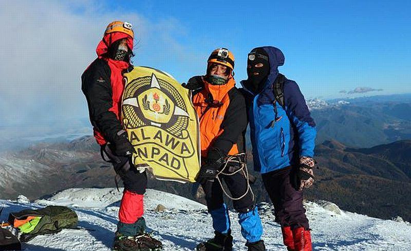 https: img.okezone.com content 2019 11 22 65 2133149 mahasiswa-ri-berhasil-menaklukan-gunung-es-di-china-dengan-konsep-nirsampah-6YS8yuG2oP.jpg