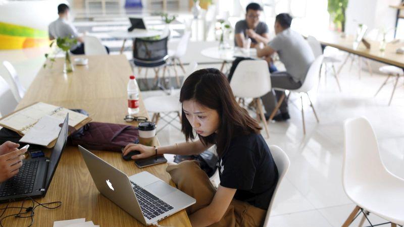 https: img.okezone.com content 2019 11 22 65 2133407 kuliah-jarak-jauh-buat-mahasiswa-manfaatkan-teknologi-LY8n8bfDdW.jpg
