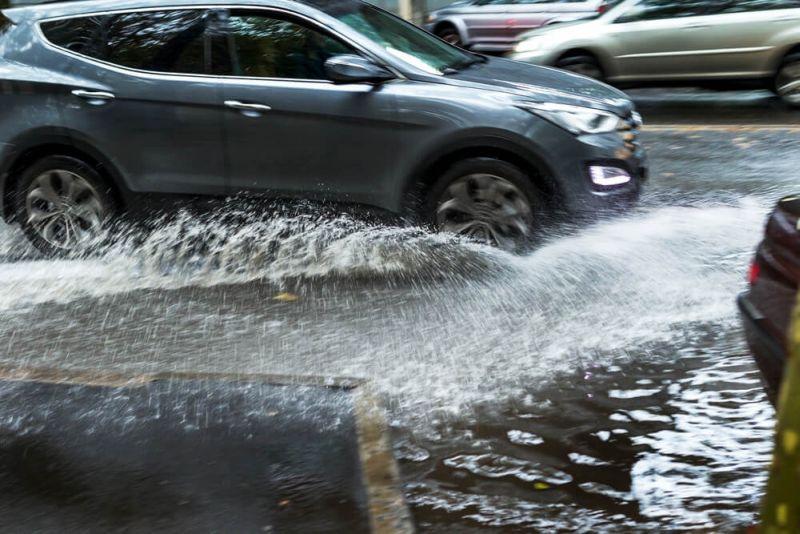 https: img.okezone.com content 2019 11 22 87 2133193 8-tips-bagi-pemilik-mobil-hadapi-musim-hujan-yang-telah-tiba-3CTHpgrjGk.jpg