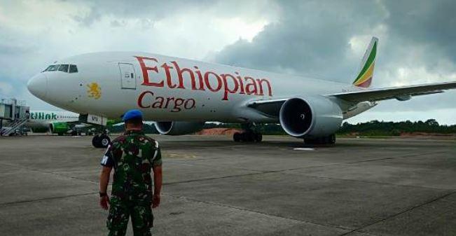 https: img.okezone.com content 2019 11 23 337 2133432 peristiwa-23-november-ethiopian-airlines-dibajak-hingga-jatuh-di-samudera-hindia-tewaskan-123-orang-MkzjhXuSaT.JPG