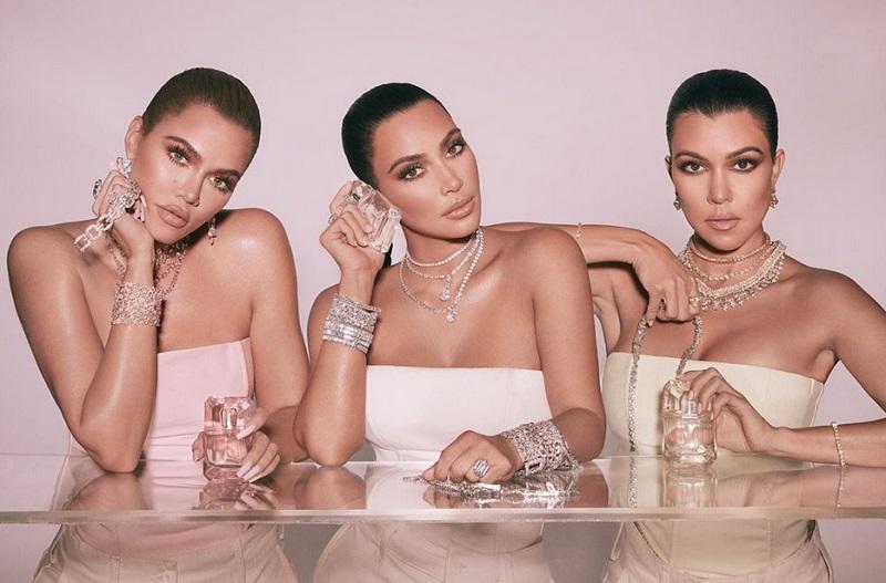 https: img.okezone.com content 2019 11 25 194 2133921 cincin-kim-kardashian-di-foto-ini-ramai-diperbincangkan-kenapa-ya-Rw2QHOP6ln.jpg