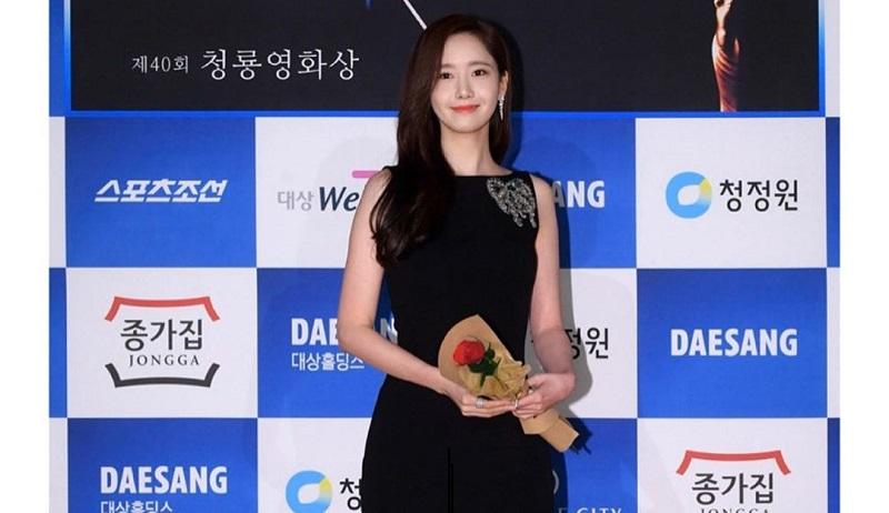 https: img.okezone.com content 2019 11 25 194 2134019 tampilan-5-selebriti-korea-di-blue-dragon-film-awards-ke-40-momen-comeback-kim-woo-bin-nTYKTE4jkf.jpg