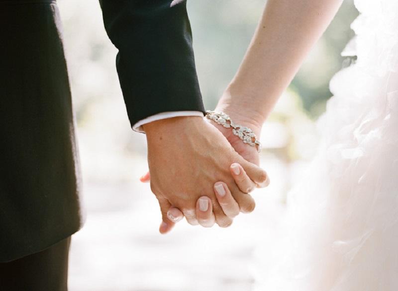 https: img.okezone.com content 2019 11 25 196 2134299 tradisi-dan-adat-jadi-pemicu-tingginya-kasus-pernikahan-anak-xXPUfuiZeh.jpeg