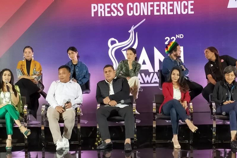 https: img.okezone.com content 2019 11 25 205 2134291 malam-puncak-ami-awards-2019-usung-konsep-musik-bahasa-dunia-QjOzu5BiXu.jpg