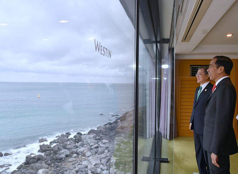 https: img.okezone.com content 2019 11 25 337 2134312 bertemu-presiden-korea-jokowi-bahas-kerja-sama-pemindahan-ibu-kota-qiRx7PdqN1.jpg