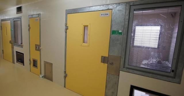 https: img.okezone.com content 2019 11 26 18 2134559 berhubungan-seks-dengan-narapidana-seumur-hidup-perawat-penjara-diskors-6-bulan-pjiGycTKKH.jpg