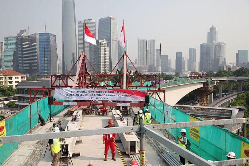 https: img.okezone.com content 2019 11 26 320 2134596 perkenalkan-ir-dina-si-pembuat-jembatan-lengkung-terpanjang-di-dunia-VAcgnr0hpw.jpg