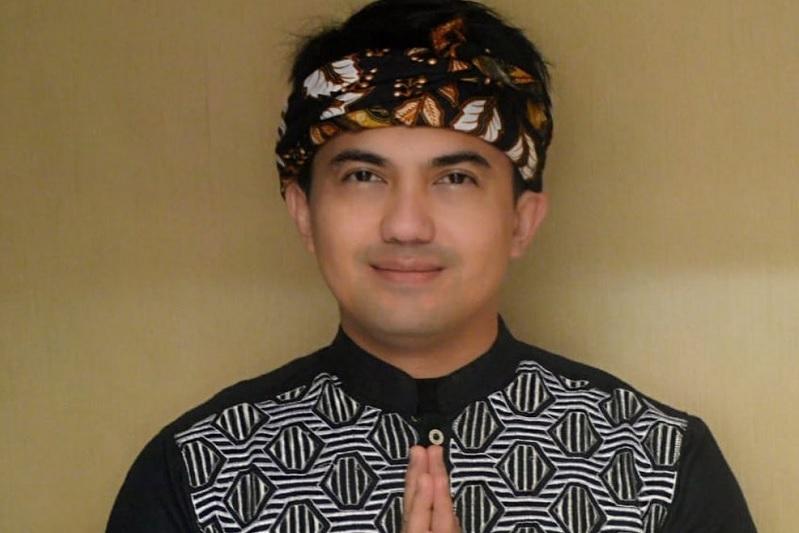 https: img.okezone.com content 2019 11 26 33 2134780 sahrul-gunawan-tanggapi-soal-agnez-mo-tak-miliki-darah-indonesia-3bWOLA9vmz.jpg