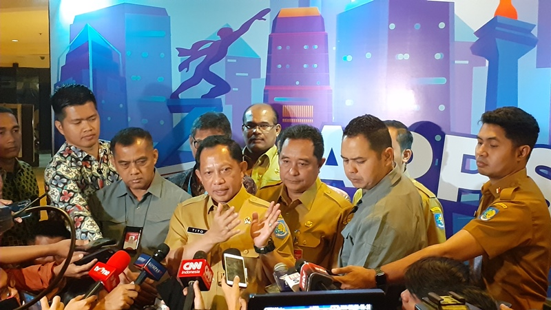 https: img.okezone.com content 2019 11 26 337 2134665 mendagri-politik-indonesia-stabil-setelah-01-02-bergabung-tinggal-212-saja-73rePXZKMD.jpg