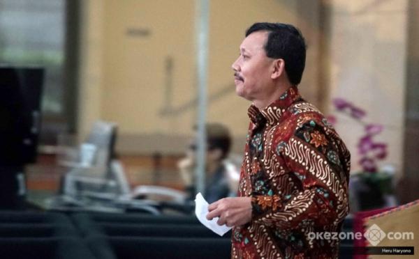 https: img.okezone.com content 2019 11 26 337 2134738 kpk-perpanjang-penahanan-sekda-jabar-nonaktif-iwa-karniwa-DAIhIrX9m0.jpg
