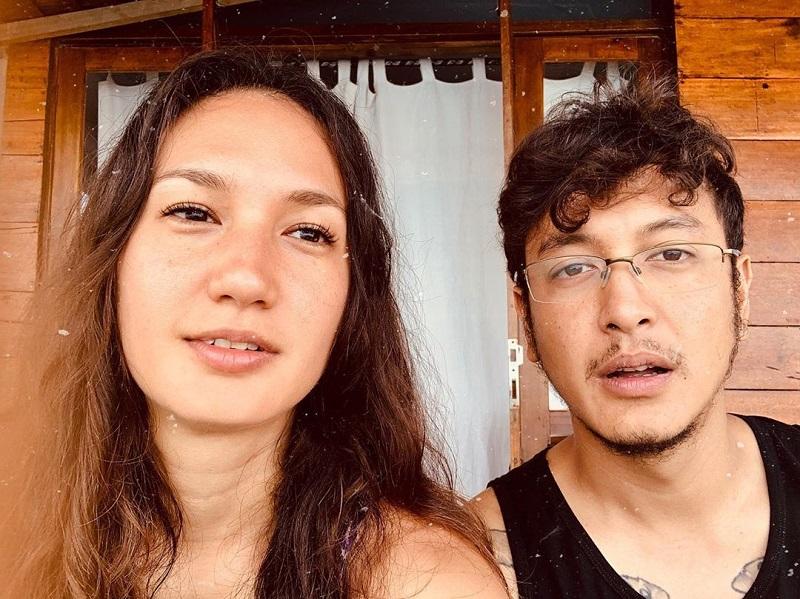 https: img.okezone.com content 2019 11 26 406 2134787 cerita-nadine-chandrawinata-lihat-terumbu-karang-langka-saat-selami-laut-gorontalo-XpGNma0kkL.jpg
