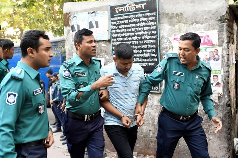 https: img.okezone.com content 2019 11 27 18 2135106 pengadilan-bangladesh-vonis-mati-tujuh-orang-terkait-serangan-kafe-bangladesh-2016-EDDjEQ2wOC.jpg