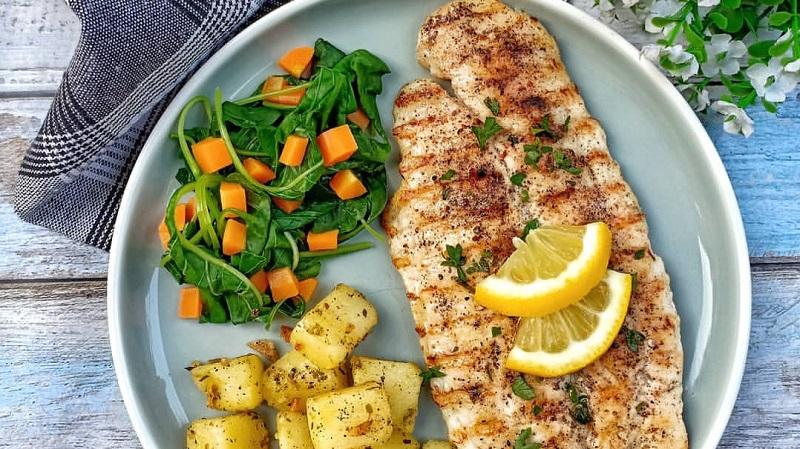 https: img.okezone.com content 2019 11 27 298 2135276 reseo-olahan-ikan-lezat-grilled-dori-fish-dan-oseng-teri-kentang-kEnwqBaOn7.jpg