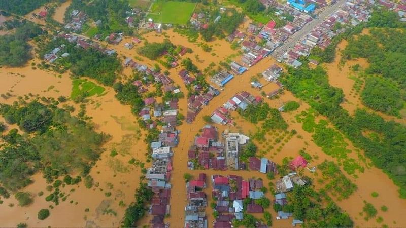 https: img.okezone.com content 2019 11 27 340 2134903 7-kecamatan-di-rokan-hulu-riau-terendam-banjir-xQOY6b5lKp.jpg