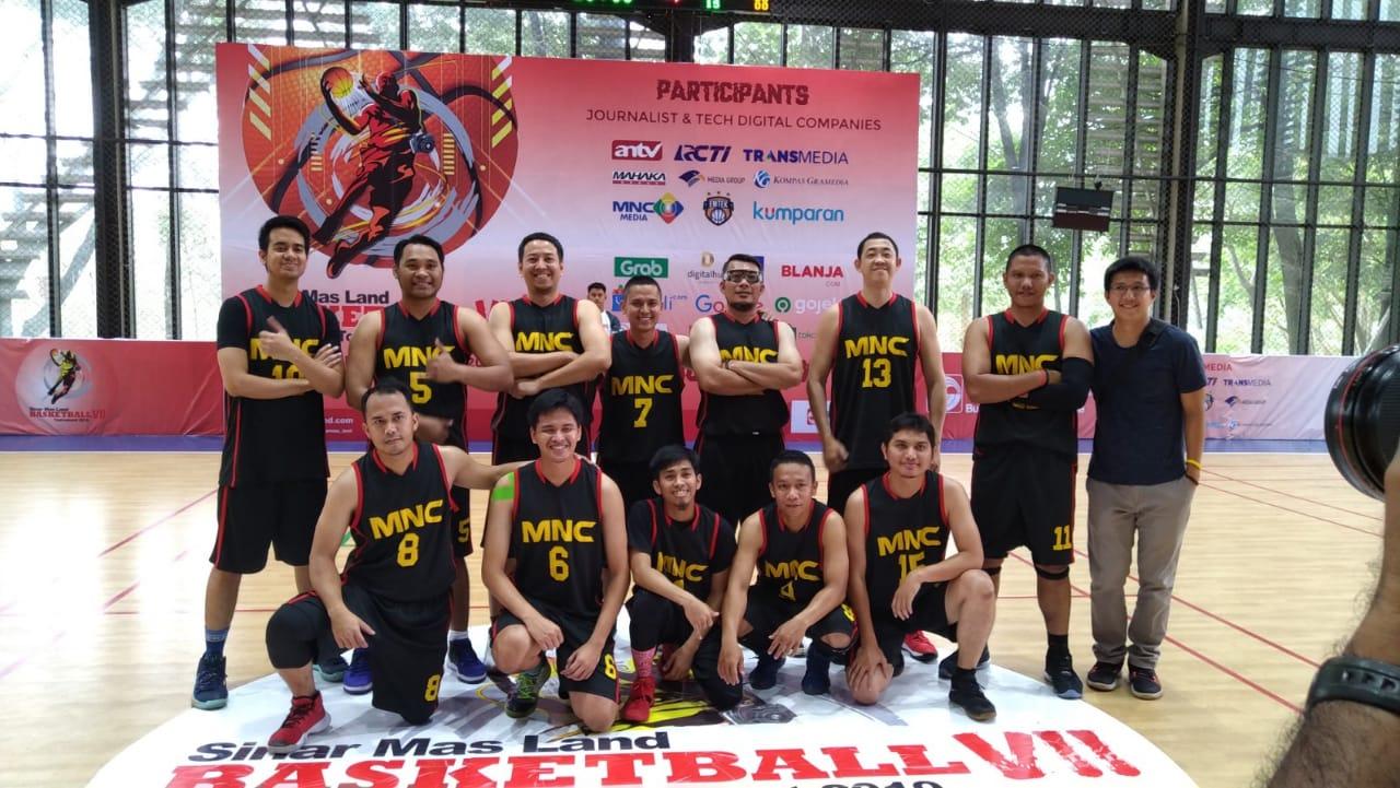 https: img.okezone.com content 2019 11 27 36 2135199 atasi-rcti-mnc-media-tantang-juara-bertahan-di-perempatfinal-sinar-mas-land-basketball-2019-WxoP7vpOAa.jpeg