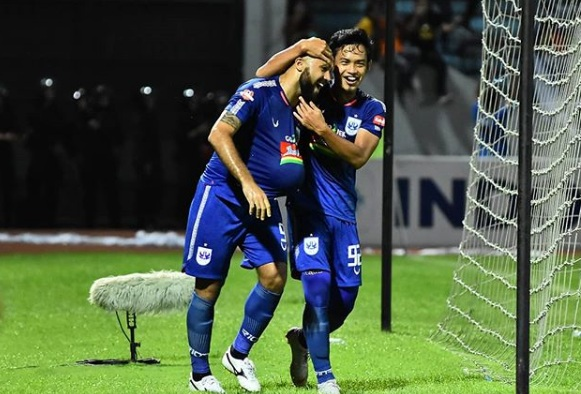 https: img.okezone.com content 2019 11 27 49 2135220 gol-tunggal-marini-antar-psis-taklukkan-psm-IsvPt8k0E9.jpg
