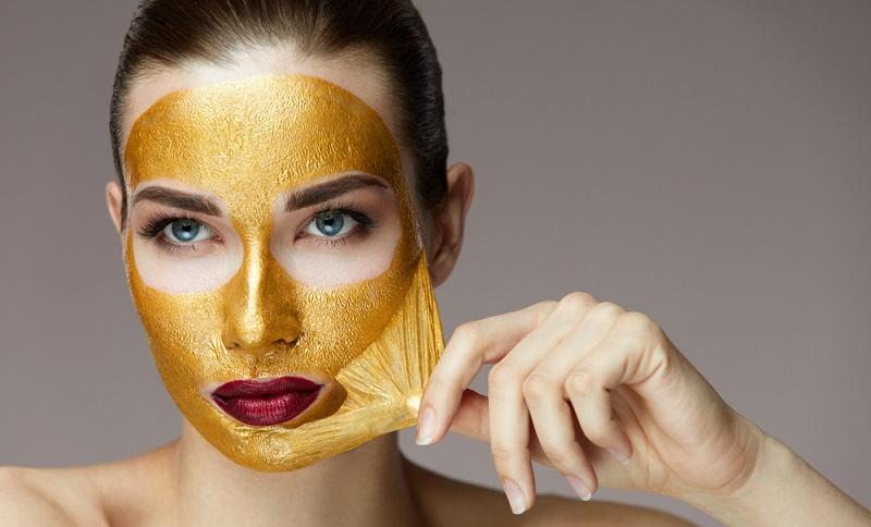 https: img.okezone.com content 2019 11 27 611 2135142 seberapa-amankah-pemakaian-kandungan-emas-pada-produk-kecantikan-2JX7HbQgux.jpg