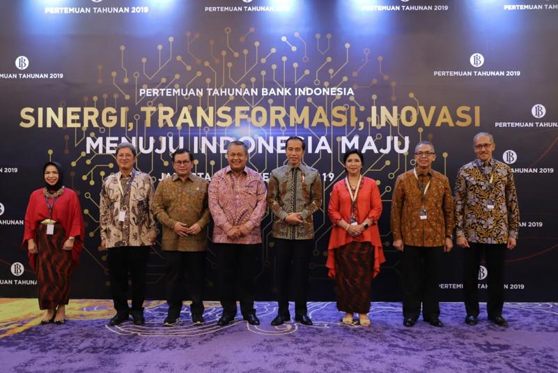 https: img.okezone.com content 2019 11 28 20 2135714 di-depan-jokowi-bos-bi-buka-bukaan-ekonomi-indonesia-pada-2020-JjsEGqqYkJ.png