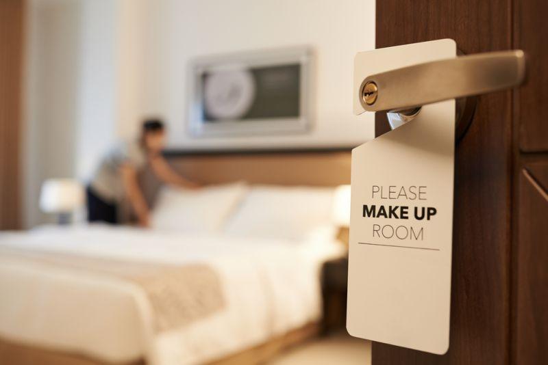 https: img.okezone.com content 2019 11 29 406 2135944 sebelum-check-out-jangan-lupa-acak-acak-tempat-tidur-hotel-ini-alasannya-CV90rPuHpb.jpg