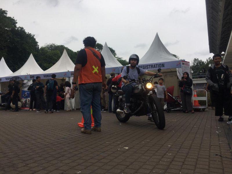 https: img.okezone.com content 2019 11 30 53 2136443 hari-kedua-iims-motobike-expo-peserta-test-ride-motor-melonjak-tiga-kali-lipat-qnKNbjVXBs.jpg
